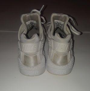 3bdde97cc35 Nike Shoes - Mens Nike Air Huaraches Triple White